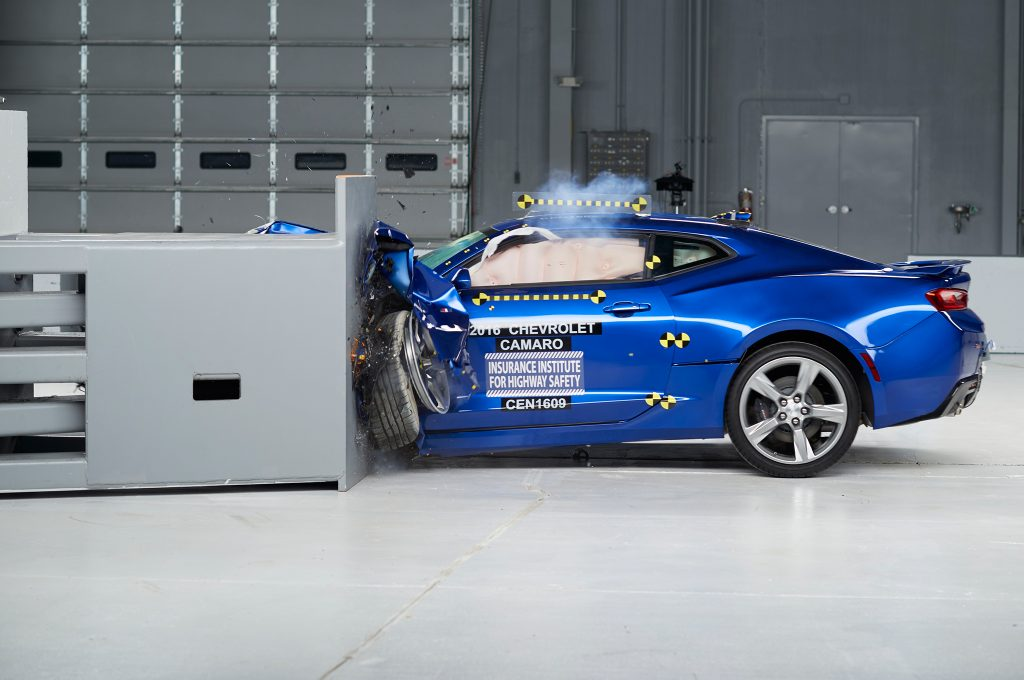 2016-Chevrolet-Camaro-IIHS-Crash-Test-front-end-crash