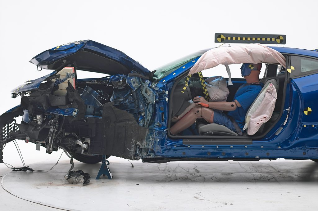 2016-Chevrolet-Camaro-IIHS-Crash-Test-front-end-damage