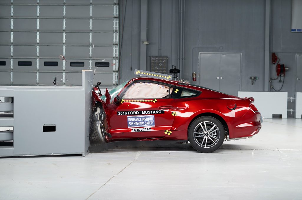 2016-Ford-Mustang-IIHS-Crash-Test-front-end-crash