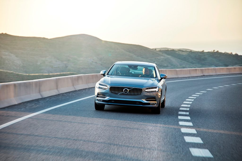 2017-Volvo-S90-front-end-in-motion