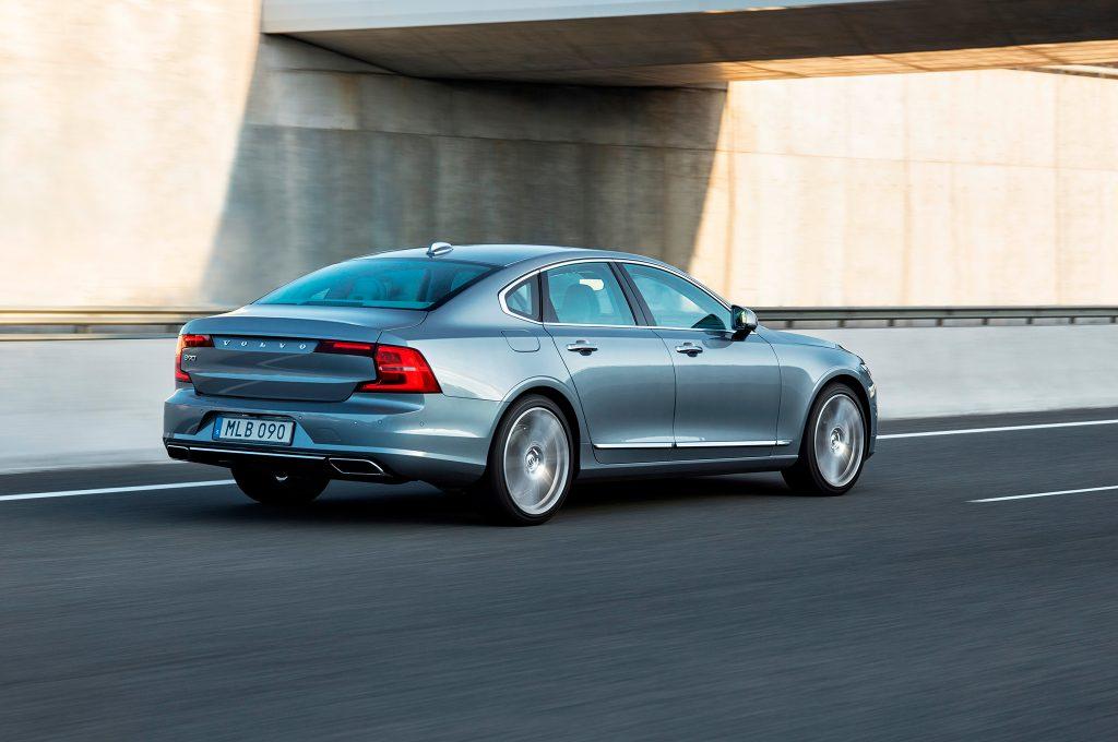 2017-Volvo-S90-rear-three-quarter-in-motion
