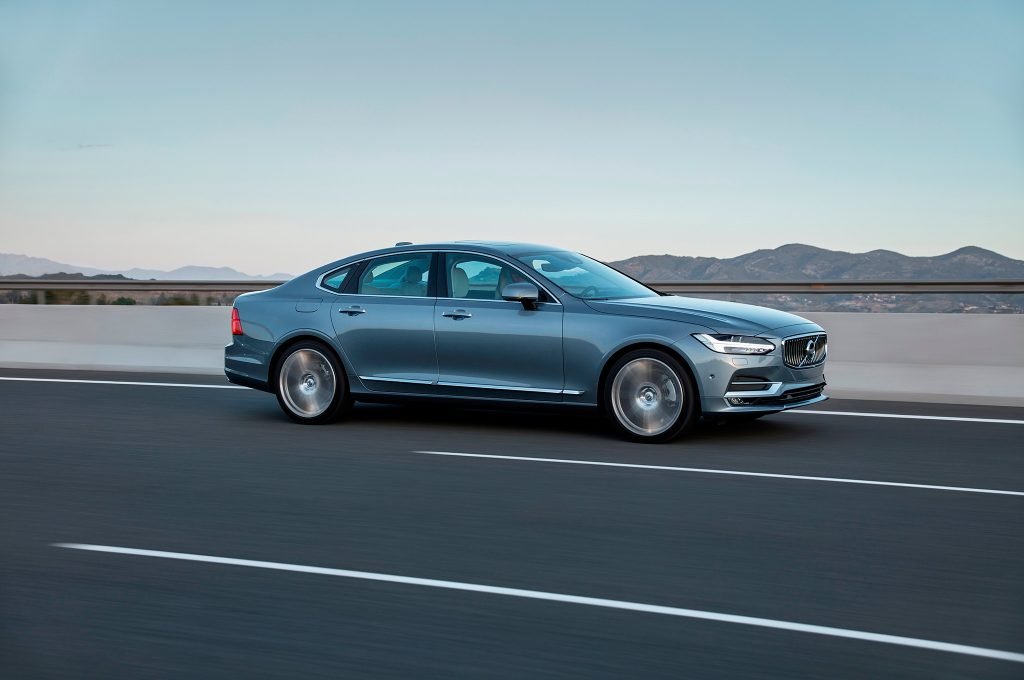 2017-Volvo-S90-side-in-motion