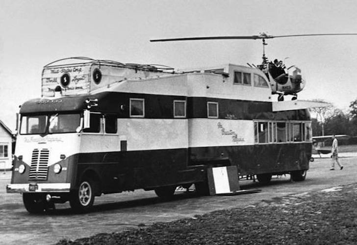 Motorhome-with-helicopter-pad