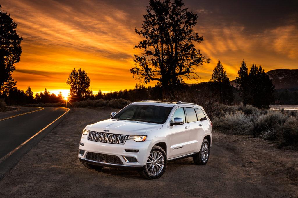 2017-jeep-grand-cherokee-summit-front-three-quarter-02