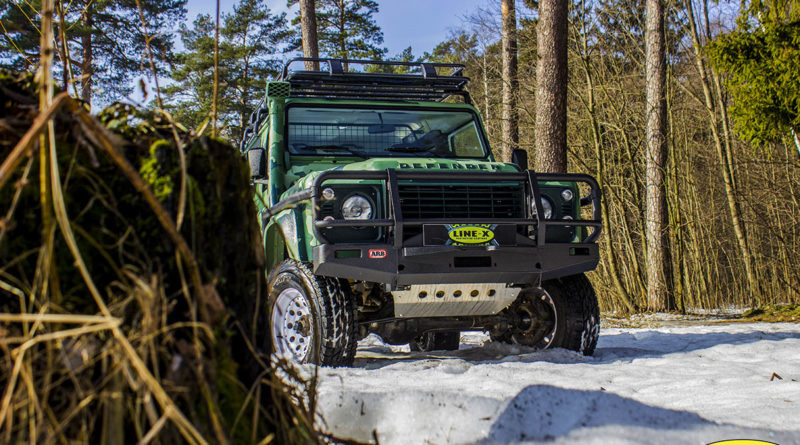 Land-Rover-Defender-camo-1