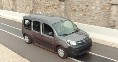 Мобильная зарядка Renault